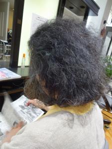 60 代 髪型 くせ毛